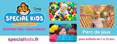 L'image contient peut-être: 3 personnes, personnes souriantes, bébé, texte qui dit 'timy SPECIAL KIDS Parc pour enfants PARC CARRÉ Parc de jeux specialkids.fr pour enfants de à 12 ans'